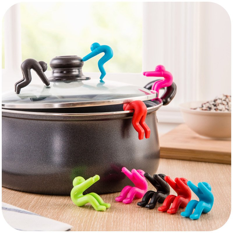 2pcs/lot Creative Dinner Pot Clips Spoon Rests Kitchen Cooking Tools Soup Overflow Cover Device People Model Lids Holder Gift