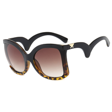 Fashion Oversized Sunglasses Women Curved Foot Mirror Legs Large Frame Ladies Sun Glass Personality Style UV Eyeglasses