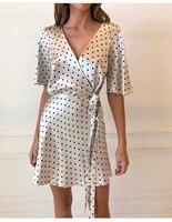 Белый черный в горошек с v образным вырезом и принтом короткий рукав Для женщин летние мягкие атласные Обёрточная бумага мини платье белого