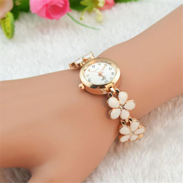 2018 New Fashion Daisies Flower Rose Gold diamond Bracelet Wrist Watch Women Gir