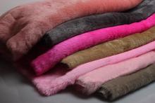 Dobrej jakości mały kawałek sztuczne futro (królik) stos 2cm tkanina sztuczne futro futro DIY buty kapelusze materiał 25cm * 50cm szt tanie tanio ZHONGYIJIATIMELY Tkane Ekologiczne Inne tkaniny faux fur Barwione 2CM pile Solid color