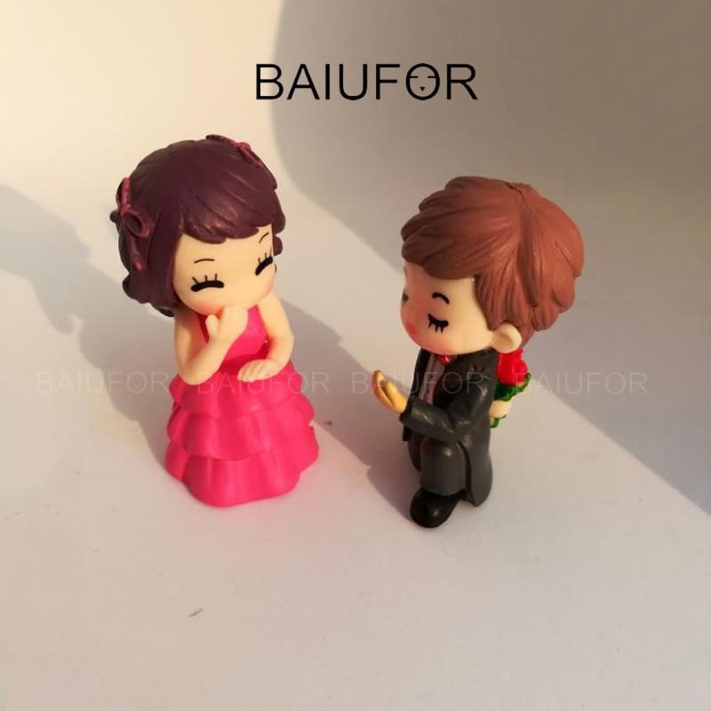 BAIUFOR Lover Cartoon Couple Figures Mini Garden Miniature Terrarium Figurines Succulents Ornament Cake Decor Valentine's Gift