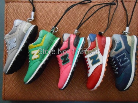 The new Hot women's fashion shoes New Balance running shoes sports shoes 574,998,996 7 / pc Key Chain