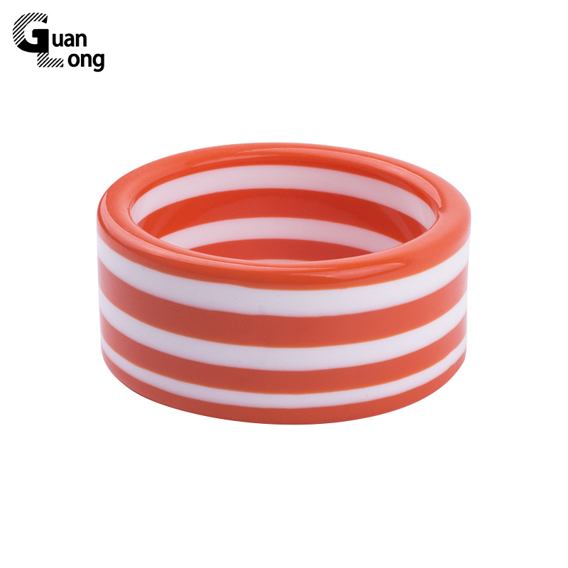 GuanLong 2017 Sweet Candy Color Stripe Resin Wide Bangle Armband Pulseiras För Unga Kvinnor Sommar Smycken