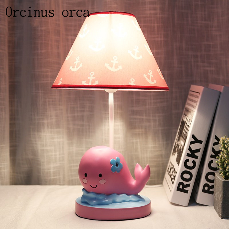Dessin animé créatif rose baleine lampe de bureau fille chambre enfants chambre lampe moderne simple résine poisson décoratif lampe de table