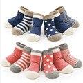 (8 peças/lote = 4 par) 85% Do Bebê Do algodão meias meias menina da criança recém-nascidos do bebê meias meias chão meias bebê meias de algodão Sem osso promovido