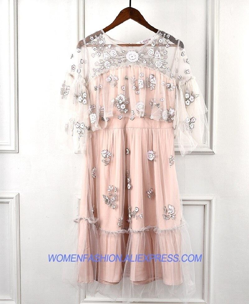 Высокое качество Лето Boho Лоскутная оборками Сетчатое платье Для женщин 2018 взлетно посадочной полосы цветочной вышивкой Sequins женские вечерн