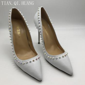 2017 Hot sprzedaży kobiety biały prawdziwej skóry nity buty moda Sexy pompy wysokie obcasy buty tanie i dobre opinie WOMEN podstawowe Szpilki Dobrze pasuje do rozmiaru wybierz swój normalny rozmiar TIAN QI HUANG Wsuwane 0-3 cm PRAWDZIWA SKÓRA