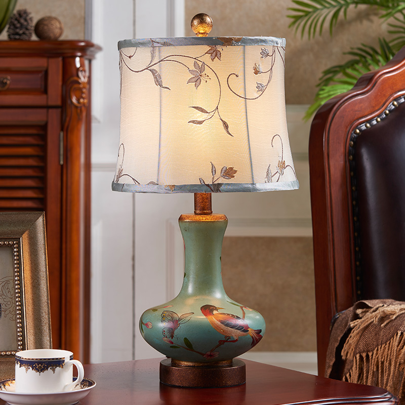 ФОТО New desk lamp bedroom bed creative wedding living room study American retro LED lamp pure hand drawn