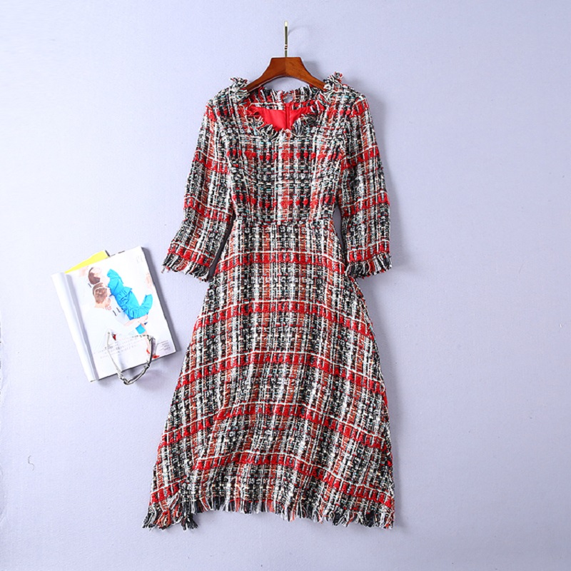 2018 Autumn Winter Fashion Tweed Wool Dress High Quality Women V Neck Vintage Plaid Tassel Wool Vestidos Robe Femme Clothing
