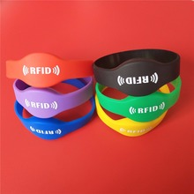 Купить с кэшбэком 125Khz RFID Bracelet EM4100 Silicone Proximity Smart Watch Type Wristband 1Pcs Random Color