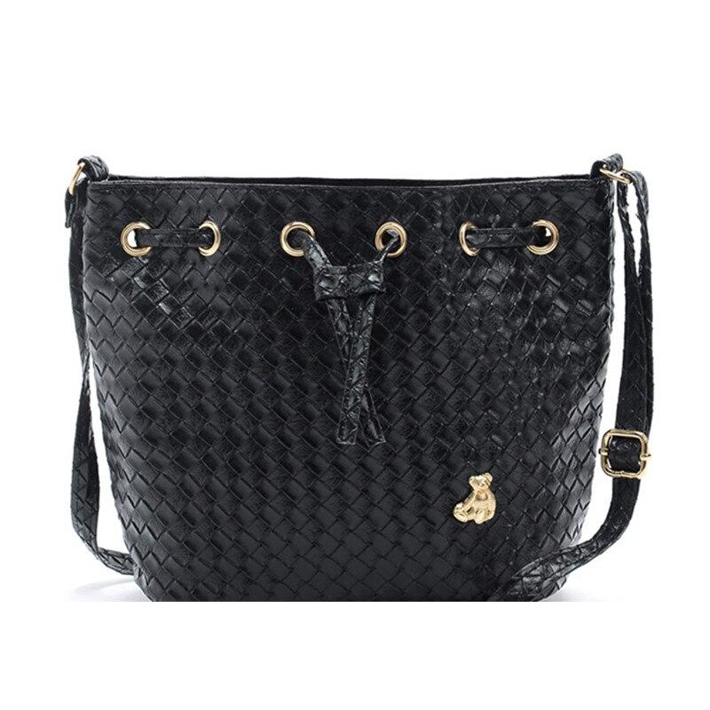 여자 여름 메신저 가방 PU 가죽 문자열 폐쇄 블랙 캐주얼 여성 핸드백 직조 작은 양동이 가방에 대한 도매 가격