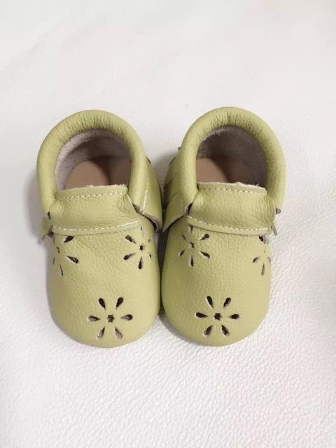 2016 Nuevo copo de nieve de cuero Genuino sólido del bebé muchachas de los bebés zapatos mocasines borla hecha a mano del niño recién nacido zapatos perwalker