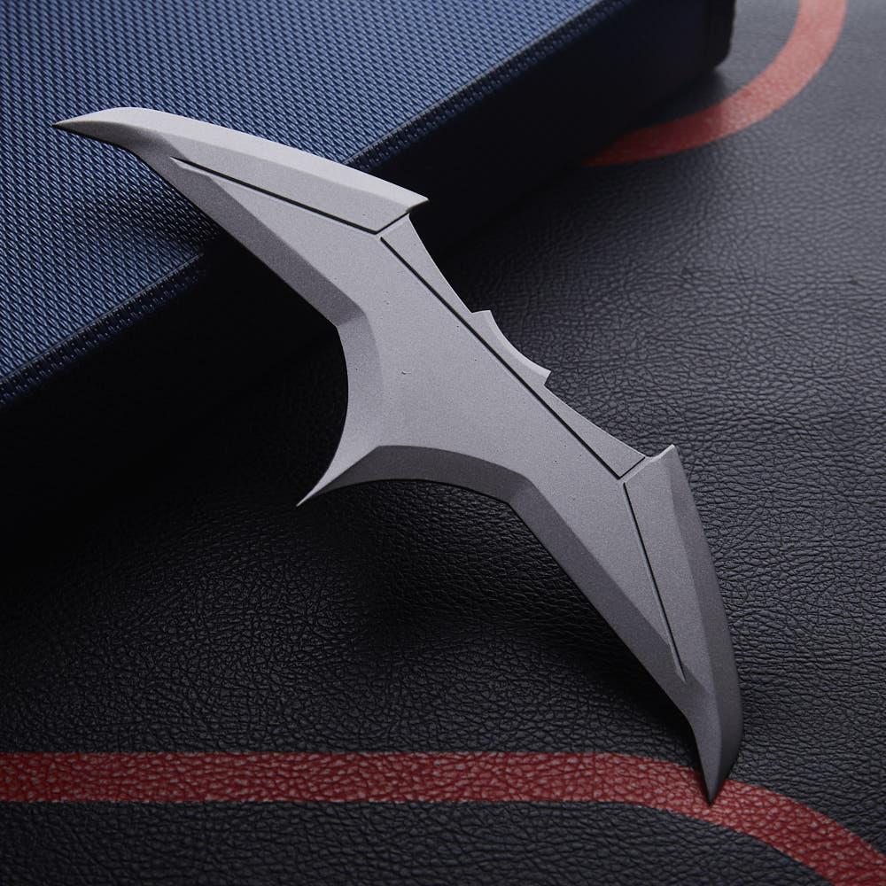 1pcs Movie Justice League Batman Bruce Wayne Superhero Cosplay Darts Batarangs Accessory Props Collectibles Gift On Big Sale!!!