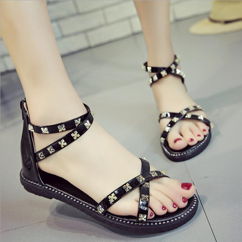 Women Sandals Women Beach Shose Brand Women Casual Shoes Women Flat Bottom Metal Rivet Sandals Summer Shoes