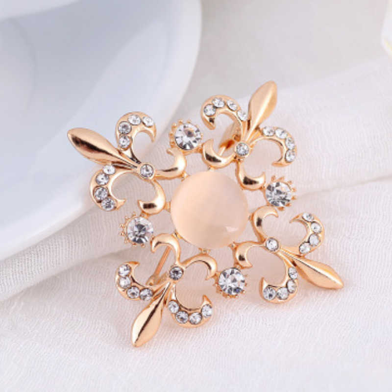 Lnrrabc Wanita Bunga Kupu-kupu Bros Simulasi Berlian Imitasi Fashion Perhiasan Mewah Pesona untuk Wanita Bijoux Perhiasan