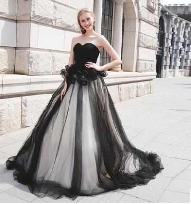 Us 141 96 16 Off Robe De Mariage Elegant Gothic White And Black Wedding Dresses 2019 Appliqued Sweetheart Bridal Gowns Tulle Custom Made In Wedding