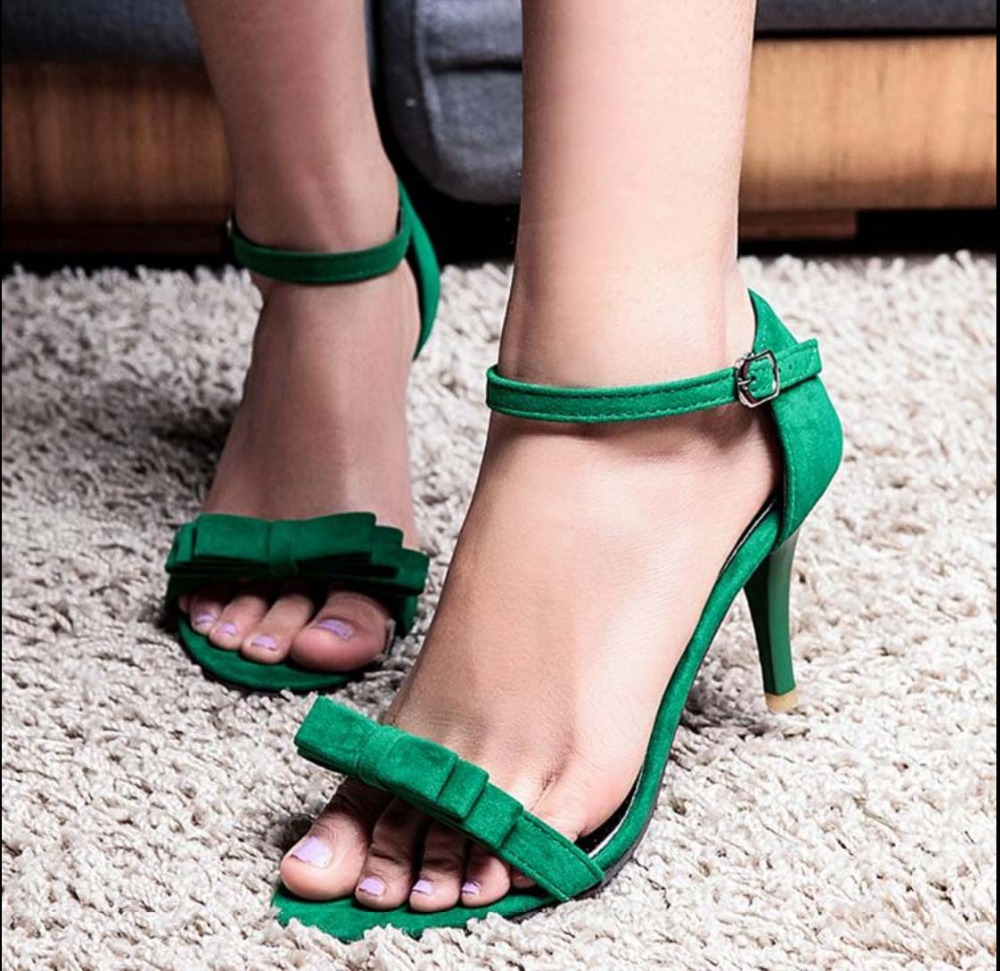 Black elegant sandals