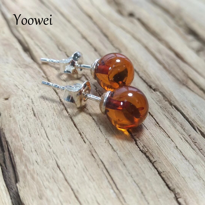 цена Yoowei Supplier Natural Amber Earrings for Gift Round 7mm Chic Stud Earring OL Style Women Trendy Baltic Amber Jewelry Wholesale в интернет-магазинах