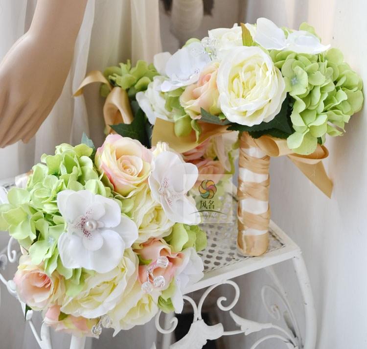Mariage fait à la main fleur mariée tenant des fleurs vert et blanc poudre rose hortensia orchidée
