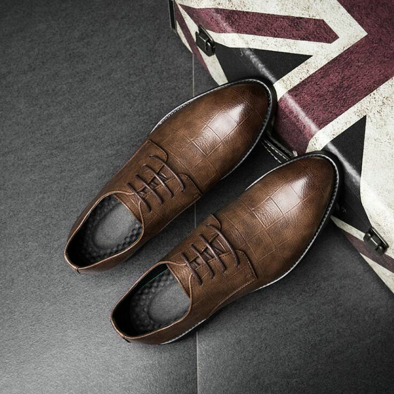 Fashion Spring British Bullock Men Oxfords  Shoes Carved Leather Shoes Retro Pointed Toe Brogue  Business Dress Shoes LL-60