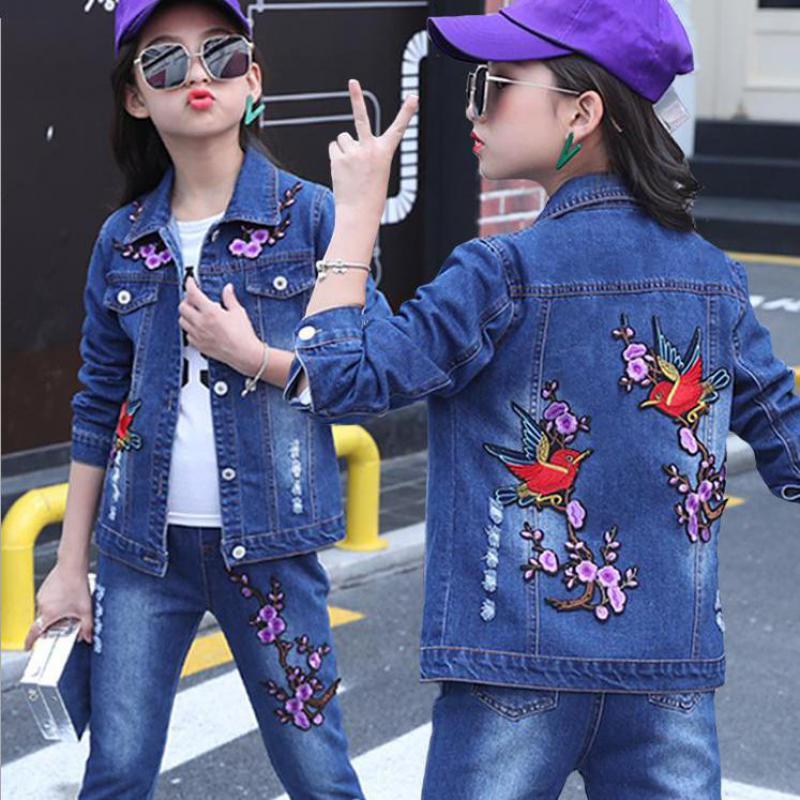 купить 2018 New Kids Clothes Tracksuit Set Girls Fashion 2pcs Children Clothing Set Toddler Girls Denim Embroidery Jackets Coat + Jeans по цене 2719.22 рублей