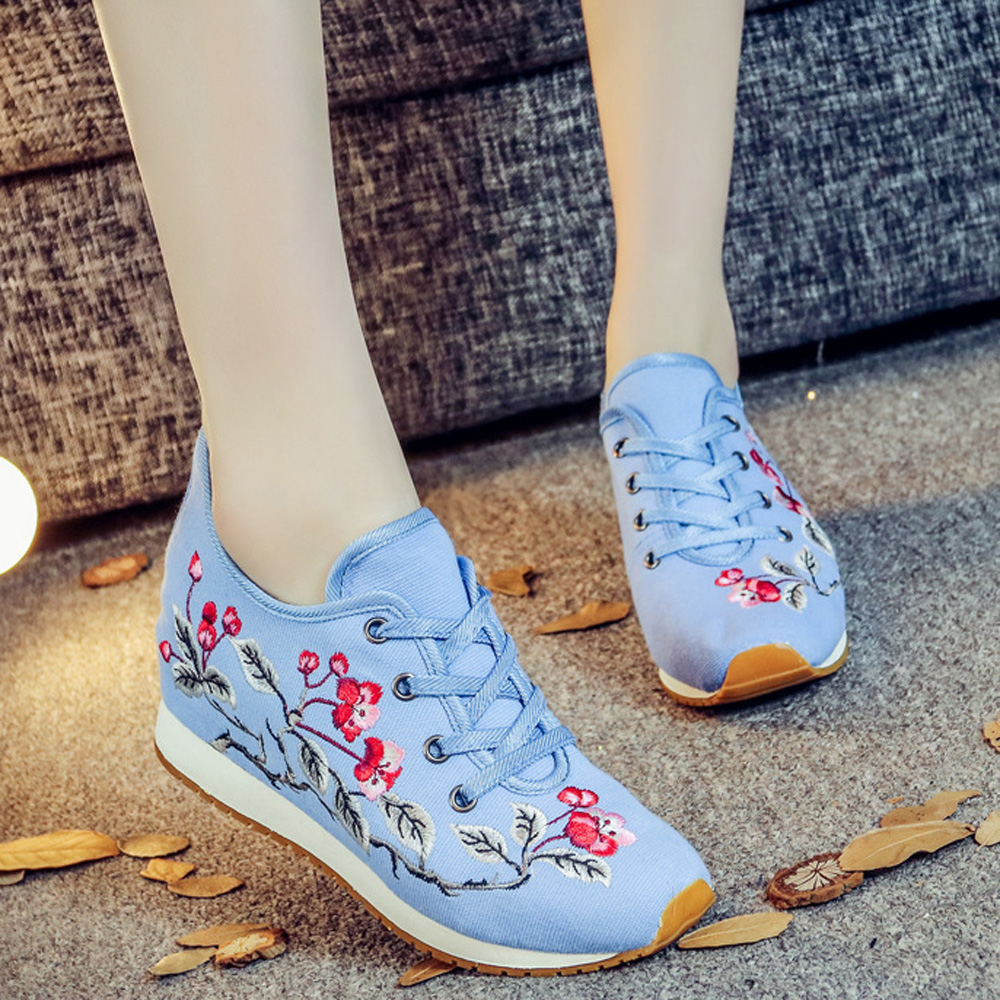 2018 New Fashion Students Shoes Canvas Cloth Embroidered Shoes Women Chinese Styles Flower Shoes Comfortable Beige and Blue Shoe new women chinese traditional embroidered shoes f002