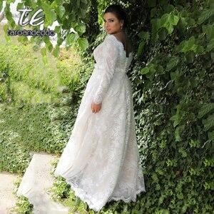 Image 2 - Mangas compridas renda v pescoço vestidos de casamento varrer trem andar comprimento mais tamanho a linha apliques vestido de noiva com botões e faixa