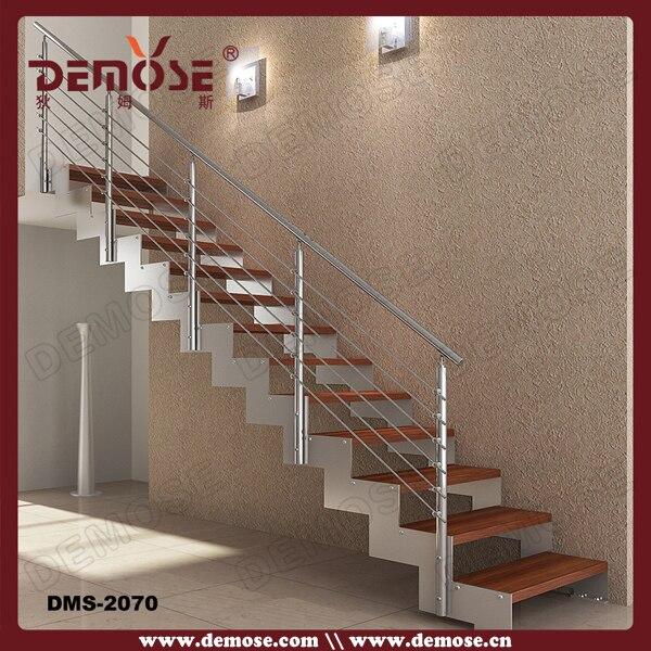 Forma Recta Prefabricada De Acero Escaleras Con Peldaños