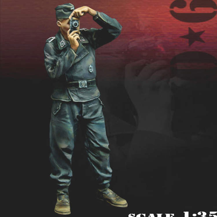 <font><b>1</b></font>: <font><b>35</b></font> <font><b>Resin</b></font> Figure Soldier <font><b>Model</b></font> Military Subject <font><b>German</b></font> Photographers 374 image