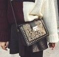 2017 de las mujeres del remache de la vendimia bordado hecho a mano de un hombro pequeño bolso de la manera del todo-fósforo de moda cruzada cuerpo bolsa