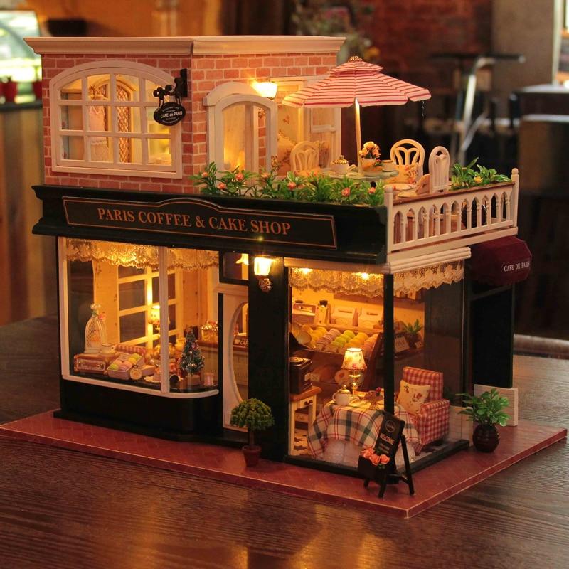 Oyuncaklar ve Hobi Ürünleri'ten Oyuncak Bebek Evleri'de Ahşap Dollhouse Minyatür 3D Kitleri Paris Kahve Kek Dükkanı Modeli mobilya Gösterisi Fotoğrafları Ses kontrol Anahtarı LED Müzik kutusu H022'da  Grup 2