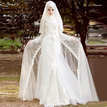 2017 Saudi Arabic Dubai Muslim Wedding Dresses Long Sleeve Lace Beads Bridal Gown with Hijab PetalsVestido De Noiva