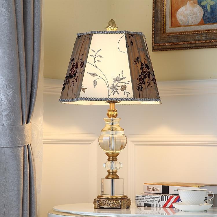 Европейском стиле роскошные лампы. Спальня ночники вышивка ткань искусство абажур