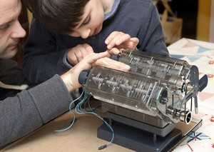 Image 5 - Nokta V8 motor tertibatı Model şeffaf görsel Runnable doğum günü hediyesi oyuncaklar