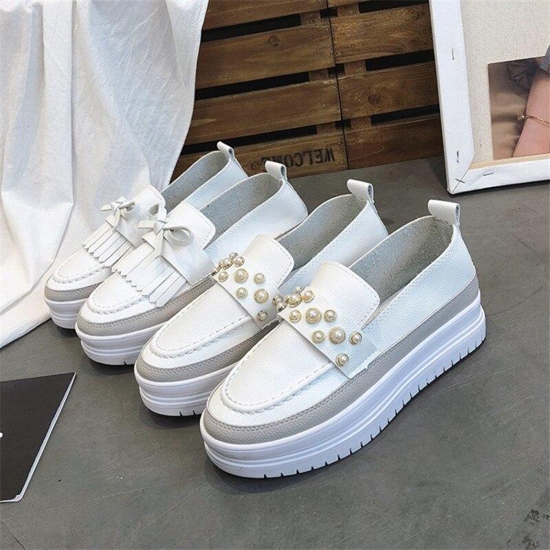 Модная женская повседневная обувь с жемчугом; женские кроссовки без застежки; женская обувь на плоской подошве с бахромой; лоферы на толсто