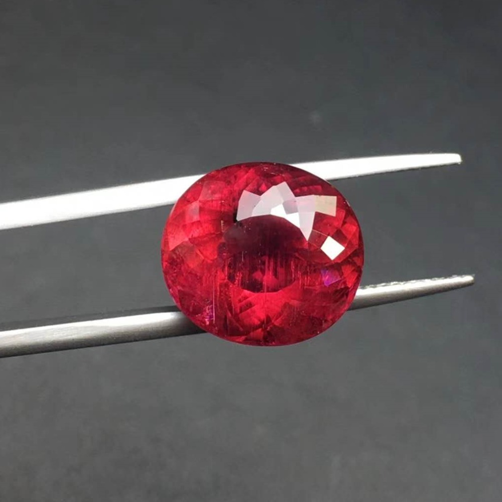9.83 ct rubellite Color Perfect scintillation ring surface Top color, High cleanliness.Specifications:14.1mm*12.8mm*8.6mm