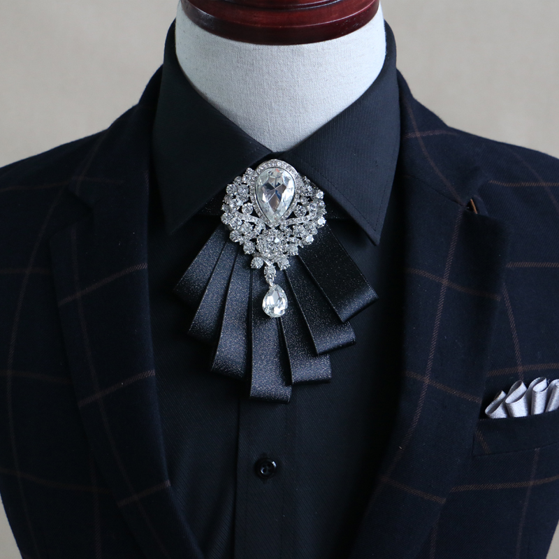 Նոր անվճար առաքում նորաձևության արական տղամարդիկ MEN'S 2016 հարսանեկան բազմաշերտ աղեղնավոր ադամանդե օձիք Կորեացի փեսան փեսան վաճառքի է
