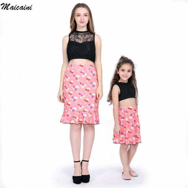 b5c5a9bafe84 2018 New Family Fitted Family Clothes 2 Pcs Dresses Lady s Mother Daughter  Matching Summer Baby Girl Dress Mom and Kids Outfit