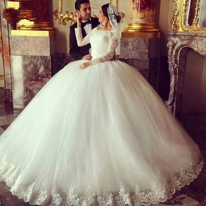 In 2017, the latest ball gown wedding dress lace applique wedding ...