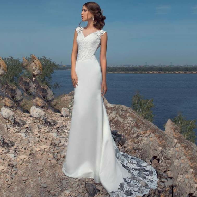 Sexy Mermaid Fit And Flare Crepe Wedding Dress With Shaped Train Sheer O neck Sleeveless Bridal Gown