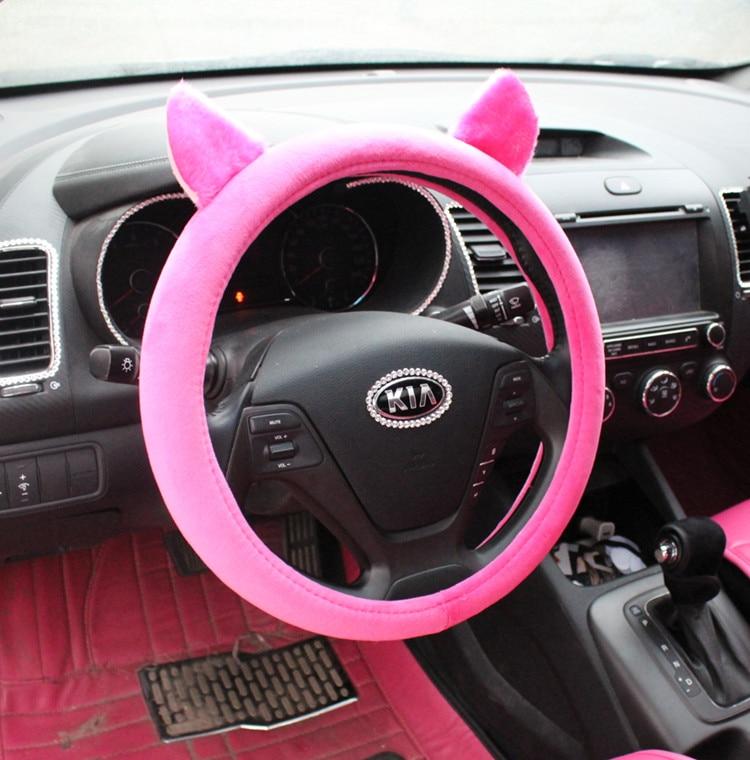 tips om je auto interieur mooier te maken van pedalensets tot stoelhoezen hier staat lle denkbare accessoires op een rijtje het interieur van jouw auto