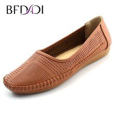 BADADI New Arrival 2016 Fashion Brand Women Flats Comfortable Breathable PU Non-slip Women Shoes For Mother Shoes Big size 605