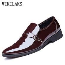 Diseñador de la marca de lujo para hombre del dedo del pie puntiagudo zapatos de vestir para hombre de patentes zapatos de la boda zapatos de vestir de cuero negro 2017 zapatos oxford para hombres