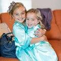 Moda Infantil Menina Flor Festa de Casamento Vestes de Cetim Camisola Monograma Crianças Roupão de Seda Quimono Das Noivas de Dama de Honra Júnior