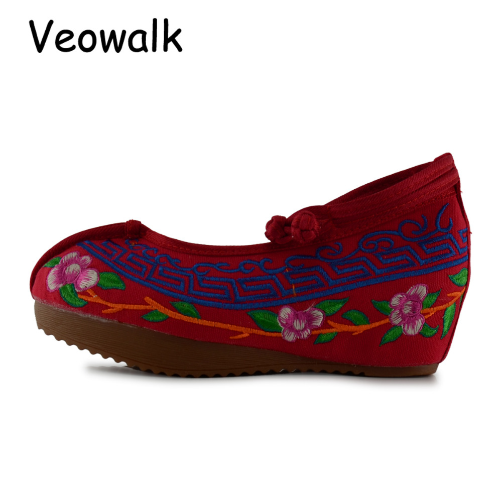 Veowalk Chinese Style Women 5cm Heel Canvas Wedges Shoes Ladies Flower Cotton Embroidered Platforms Zapatos Mujer Big Size 34-41 vintage flats shoes women casual cotton peacock embroidered cloth flat ankle buckles ladies canvas platforms zapatos mujer