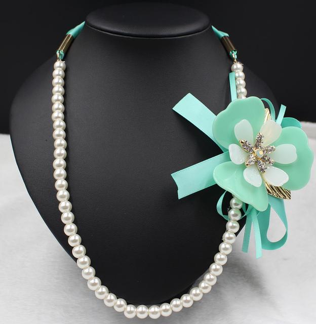 Collar 2016 nueva joyería de la perla Grano de la Resina Collares Declaración collares y colgantes verde flor Gargantilla bijoux mujer Noble elegante