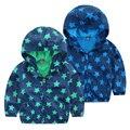 O envio gratuito de 2017 primavera outono criança casacos casaco infantil menina menino com a capa da criança além de veludo com zíper outerwear