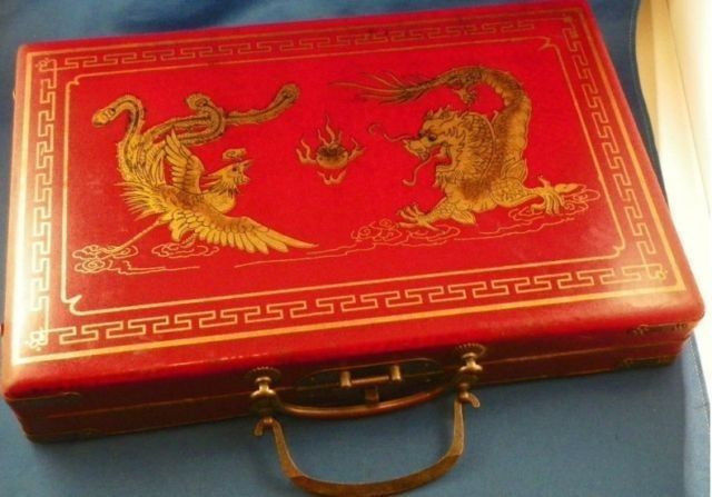 Chinas 144 mahjong set/red dragons and phoenixes leather boxChinas 144 mahjong set/red dragons and phoenixes leather box