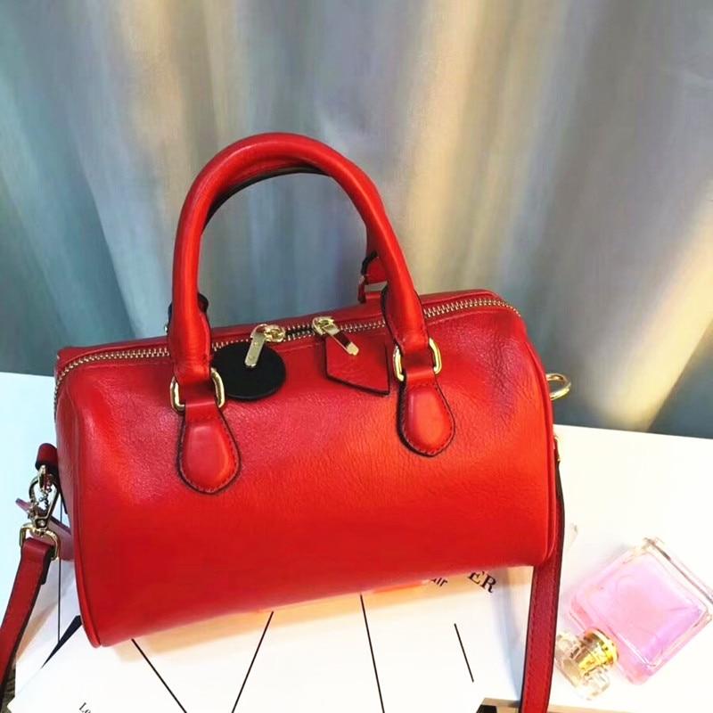Leather handbags 2018 New Messenger Bag Europe and the United States Boston Bag Handbag Head layer Leather shoulder bag Pillow b
